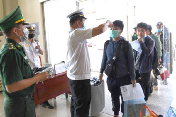 Cách ly tất cả người Việt Nam trở về từ Hàn Quốc