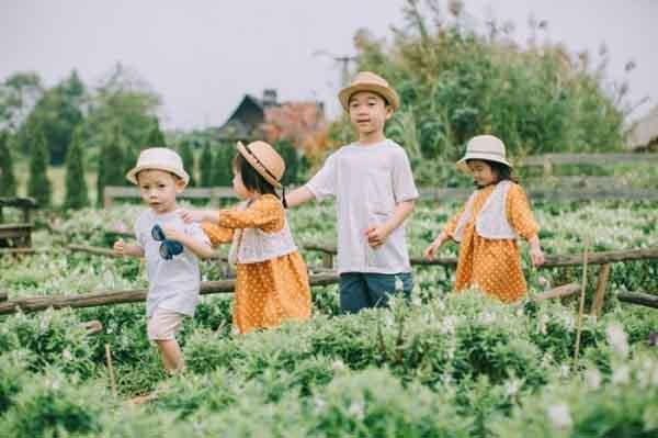 Ngắm 4 bạn nhỏ xinh yêu trong bộ ảnh rực rỡ sắc màu