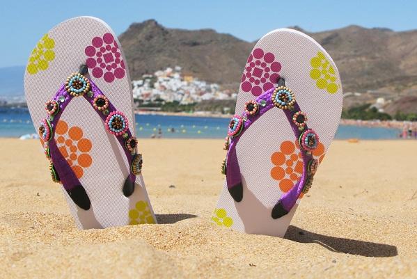 Những món đồ dùng cần cho chuyến du lịch biển của con gái