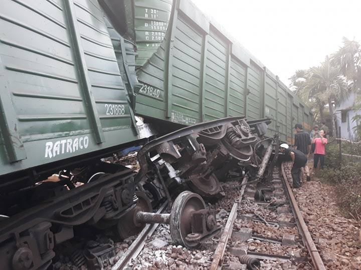 Thêm tai nạn hi hữu của ngành đường sắt VN: Hai đoàn tàu tông nhau ở trong ga