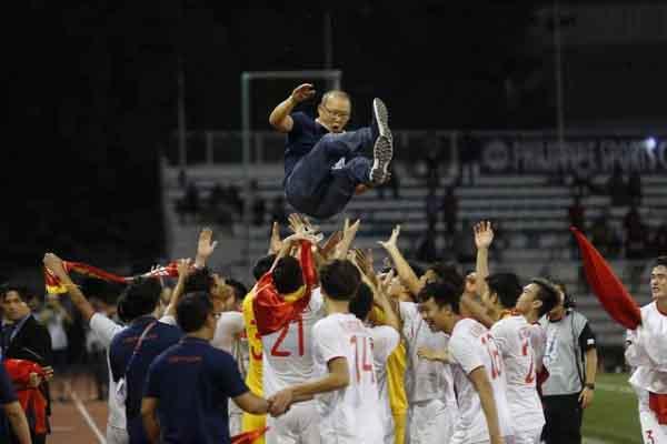 Báo chí quốc tế ca ngợi chiến thắng lịch sử của bóng đá Việt Nam tại SEA Games