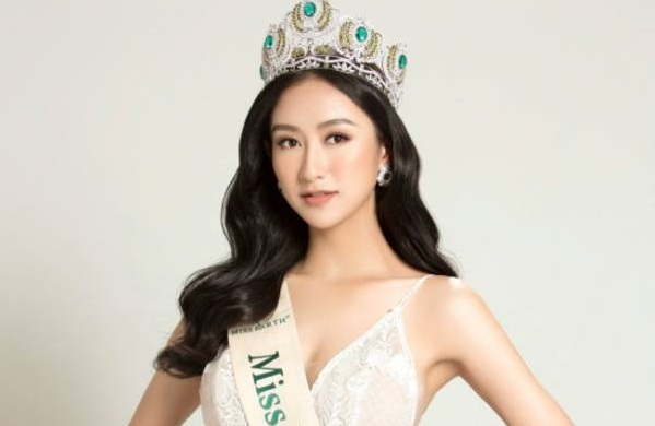 Hà Thu ngồi giám khảo cuộc thi Hoa hậu Đại sứ du lịch Thế giới 2017