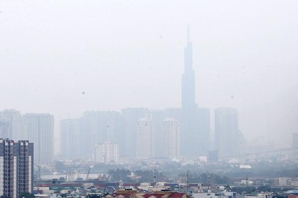Hiện tượng mù do ô nhiễm không khí bao phủ TP.HCM