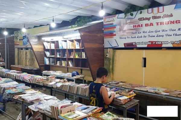 Đường sách ở Huế bị đóng cửa vì bày bán sách lậu, sách giả