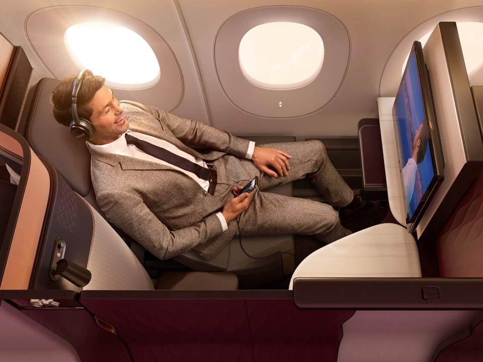 Trên chuyến bay hạng sang của hãng hàng không tốt nhất thế giới có gì?