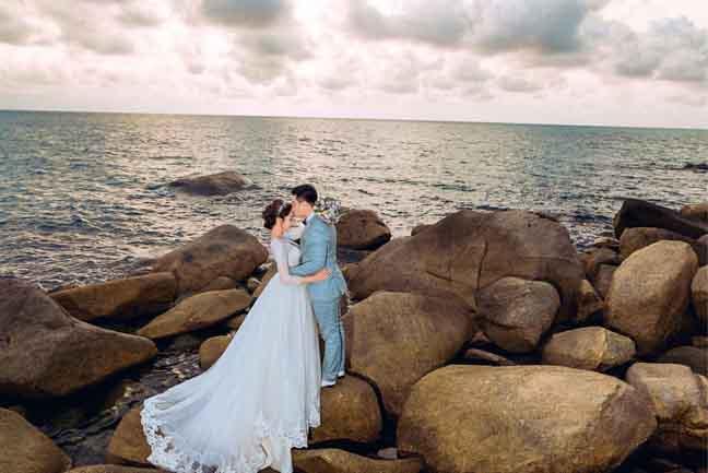 Đầm cưới đẹp lãng mạn của Hoa hậu đại dương Đặng Thu Thảo trên biển