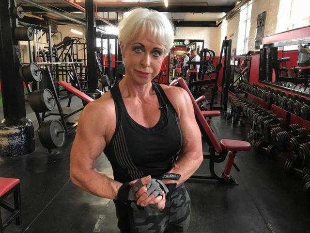 """Cụ bà 68 tuổi với thân hình siêu mẫu """"gây bão"""" cộng đồng mạng"""