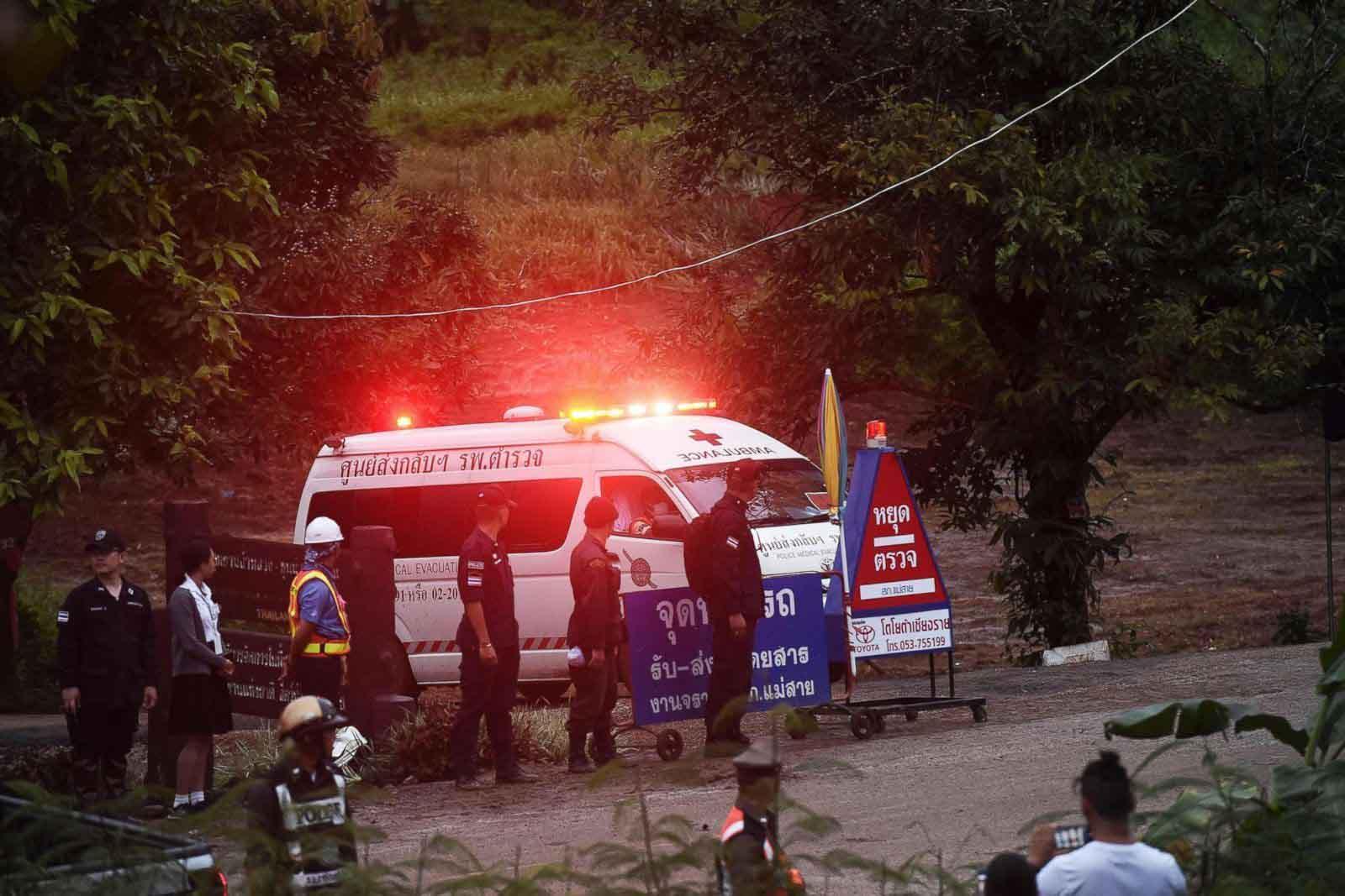 Thành viên thứ 5 của đội bóng Thái Lan đã ra ngoài an toàn