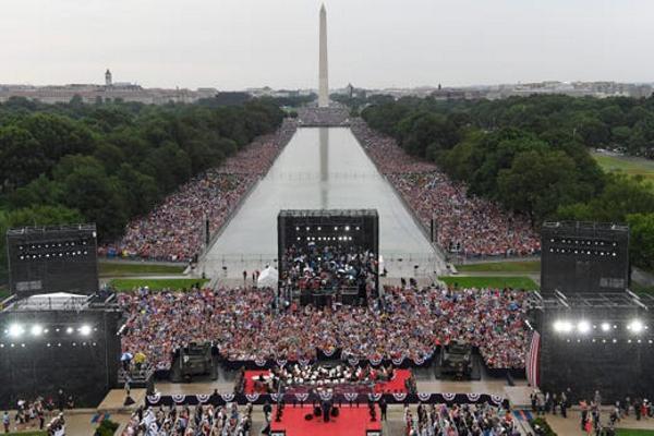 Mỹ tưng bừng tổ chức các hoạt động mừng Quốc khánh lần thứ 243