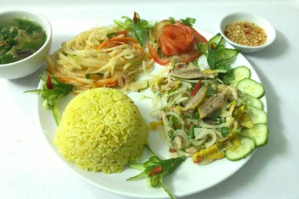 Cách làm món cơm gà Quảng Nam chiêu đãi khách