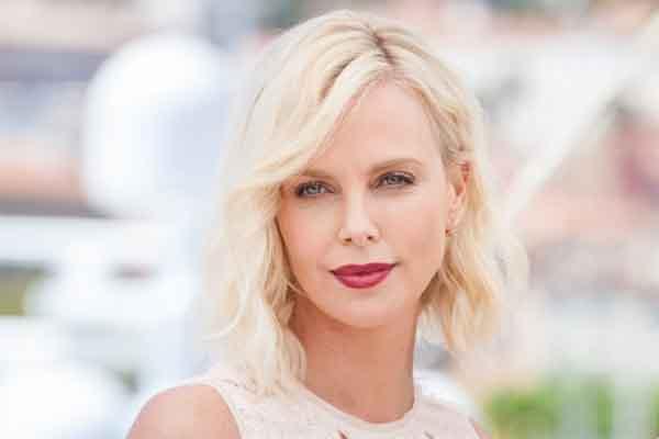 """Charlize Theron và 5 bí quyết giữ gìn nét đẹp """"không tuổi"""""""