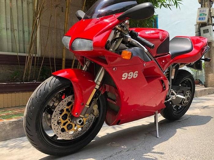 """Soi chi tiết """"hàng hiếm"""" Ducati 996 tại Việt Nam"""