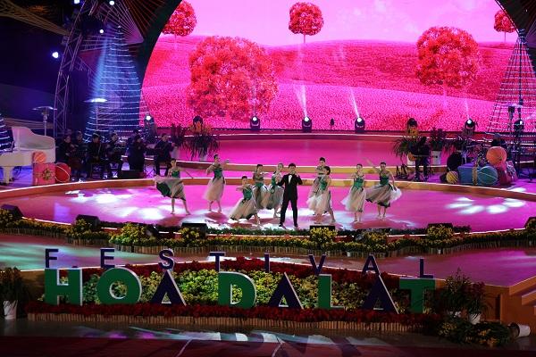 Ngắm chùm ảnh đẹp lung linh của sân khấu' 'Duyên Dáng Việt Nam 29'