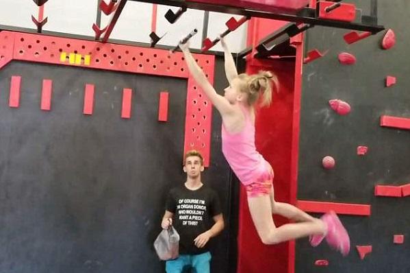 Bé gái 10 tuổi có khả năng bay nhảy như ninja