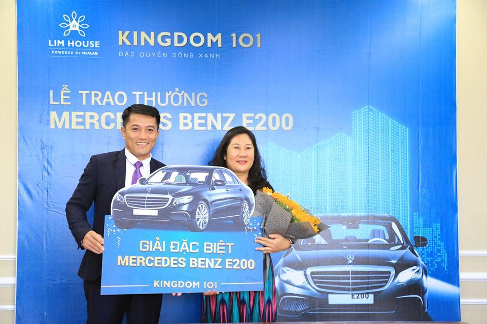 Mercedes Benz E200 đã được trao cho khách hàng may mắn đặt chỗ Kingdom 101