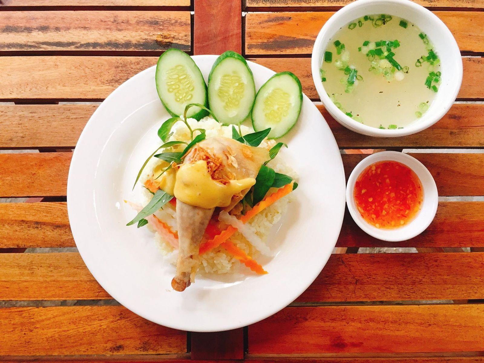 Phát hiện thêm một quán cơm gà lọt top ngon nhất Sài Gòn