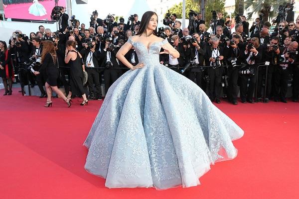 Các hoa hậu thế giới tỏa sáng ở thảm đỏ Cannes