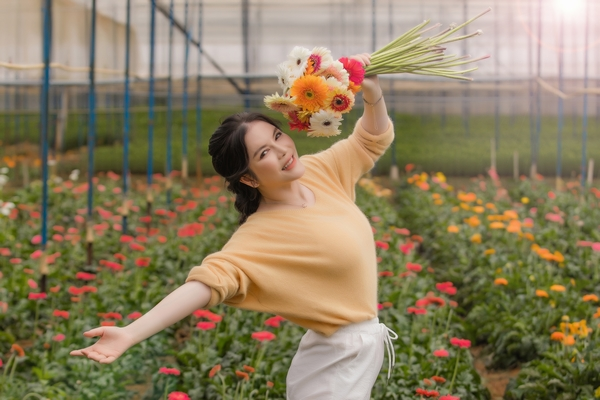 Lý Nhã Kỳ cảm thấy yên bình nhờ vào việc trồng trọt, chăn nuôi
