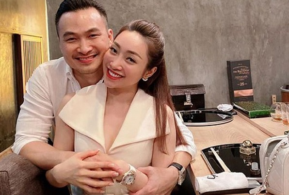 Hạnh phúc đáng ghen tỵ của Chi Bảo và bạn gái kém 16 tuổi