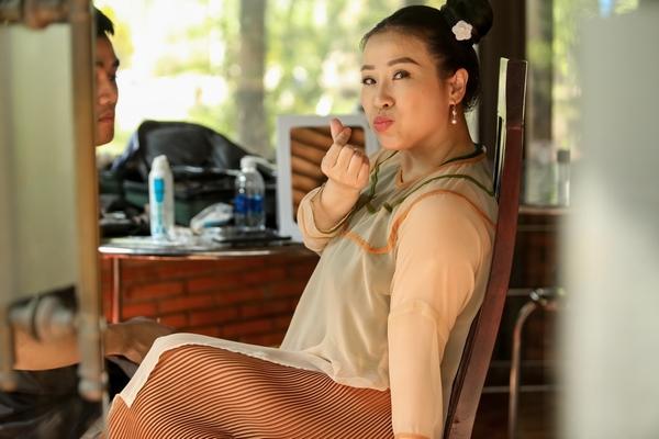 Nam Thư nể phục tinh thần làm việc của 'đàn chị' Kiều Linh