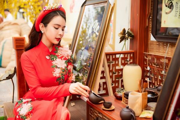 Hoa hậu Huỳnh Vy khoe sắc trong áo dài hiện đại đón Tết