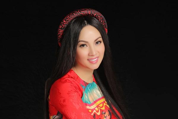 Ca sĩ Hà Phương khoe sắc rạng ngời, tái xuất với vai trò diễn viên
