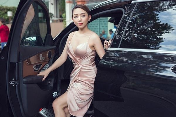 Tóc Tiên sẽ tổ chức lễ cưới ngày 20/2?
