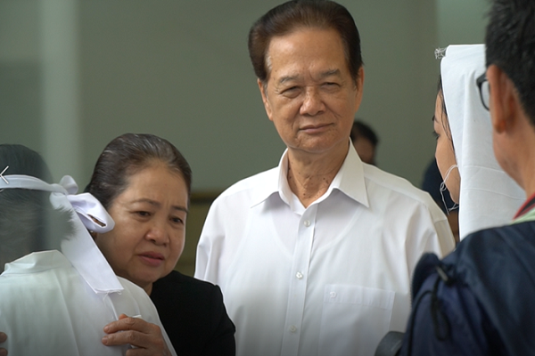 Nguyên Thủ tướng Nguyễn Tấn Dũng đến viếng NSUT Nguyễn Chánh Tín