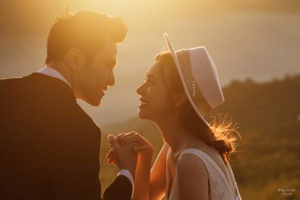 Ngắm bộ ảnh cưới lãng mạn của 'Mỹ nam điện ảnh' Minh Anh và vợ 9x