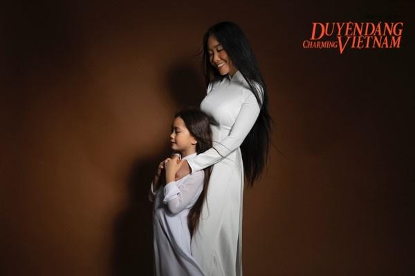 Nghệ sĩ Việt chống Covid-19: Đoan Trang và con gái làm điều ý nghĩa giữa mùa dịch