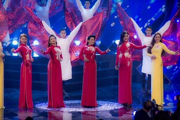 NSUT Ngọc Huyền, Vân Trang và Thanh Trúc nền nã với áo dài Việt