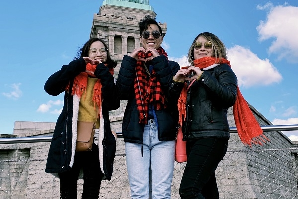 Nguyên Khang đưa mẹ đi du lịch, hội ngộ em gái tại Mỹ