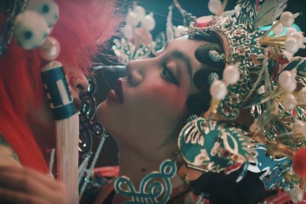 Orange ra mắt MV 'Chân ái': Cổ trang, liêu trai và drama đấu đá 'một mất một còn'