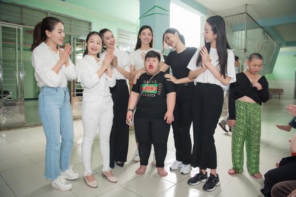 Mỹ nhân Việt và ngày 1/6 ấm áp của các cô nhi