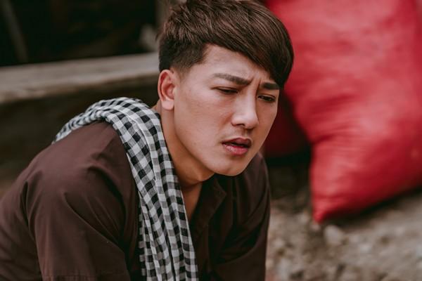Khán giả bất ngờ với MV đậm chất drama của Châu Khải Phong