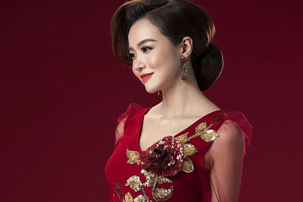 Hoa hậu Kiều Ngân hóa quý cô quyền lực trong tà áo dài Việt