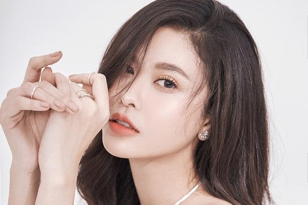 Cận cảnh vẻ đẹp của 'gái một con' Trương Quỳnh Anh