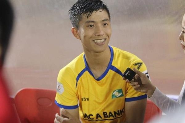 Phan Văn Đức bị rách mu bàn chân, lỡ ngày bóng đá Việt Nam trở lại
