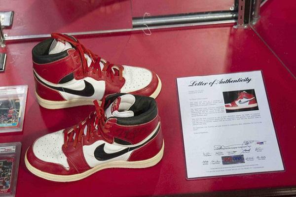 Đôi giầy cũ của Michael Jordan có giá hơn 13 tỉ đồng