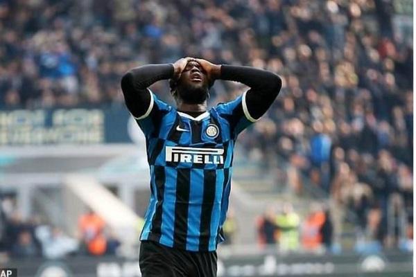 Lukaku bị phạt nặng vì nói 23/25 cầu thủ Inter Milan có triệu chứng Covid-19