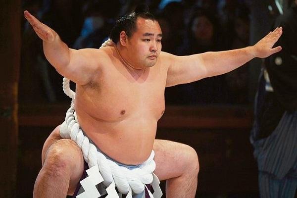 Võ sĩ sumo qua đời ở tuổi 28 vì nhiễm COVID-19