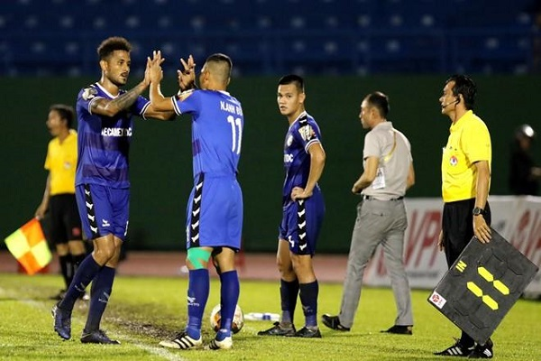 Việt Nam áp dụng mỗi đội thay 5 cầu thủ của FIFA