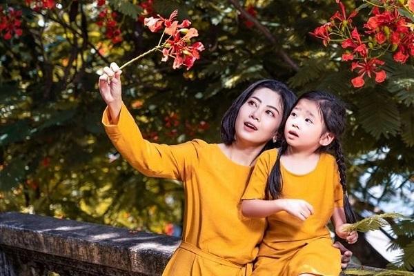 Nhói lòng khi nghe con gái Mai Phương hỏi: 'Khi nào mẹ về với con?'