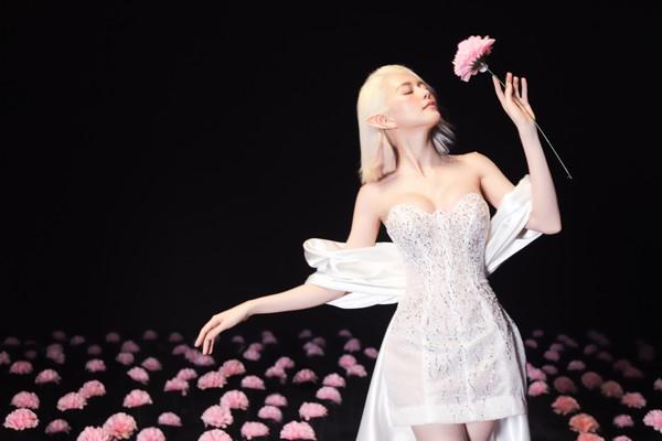 Thiều Bảo Trang và cú twist 'cực gắt' trong MV mới
