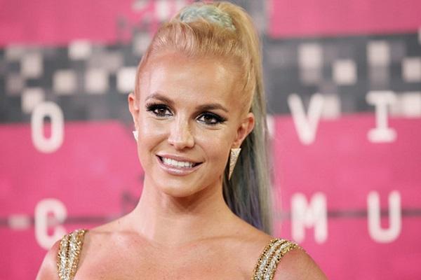 Britney Spears 'vượt mặt' Lady Gaga trên bảng xếp hạng iTunes
