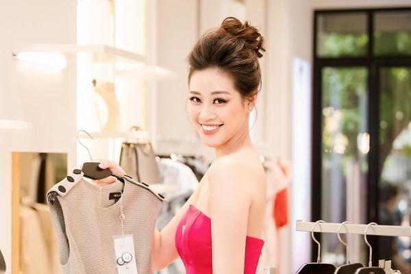 Hoa hậu Khánh Vân quyến rũ với sắc hồng, nhan sắc ngày càng rực rỡ