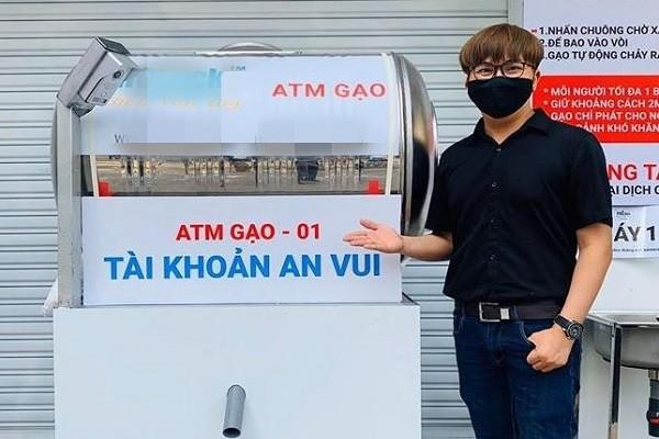 Sau Tp.HCM, MC Đại Nghĩa lắp đặt máy 'ATM gạo' ở Cà Mau