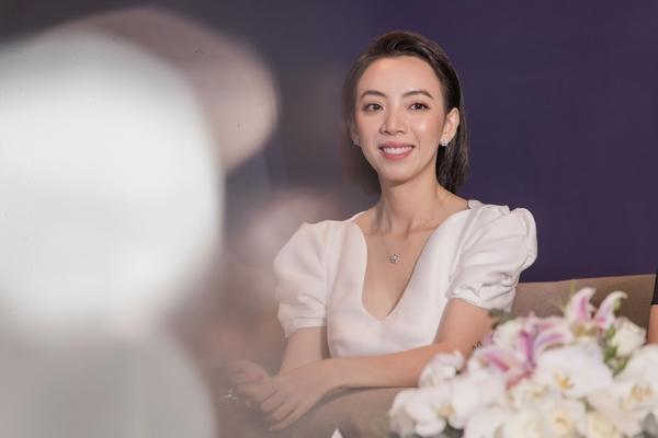Thu Trang diện váy trắng nền nã, nhan sắc ngày càng mặn mà