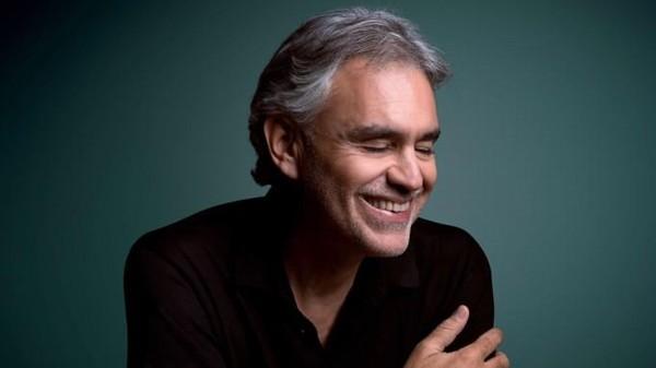 Danh ca khiếm thị Andrea Bocelli bị chỉ trích nặng nề khi phản đối cách ly