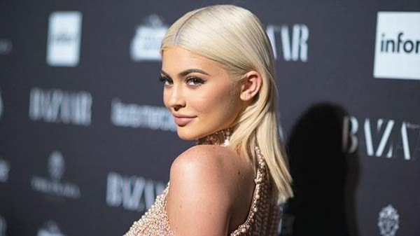 Hơn 47.000 người kiến nghị cắt Kylie Jenner ra khỏi MV của Cardi B